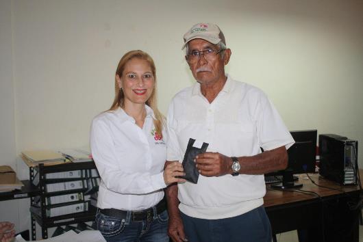 Dan seguimiento a entrega de lentes en DIF municipal