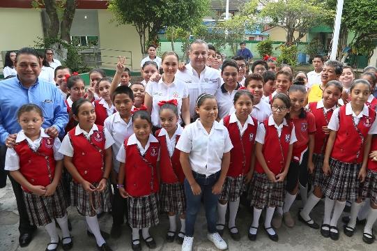 Entregan más obra pública en escuelas de Ciudad Madero
