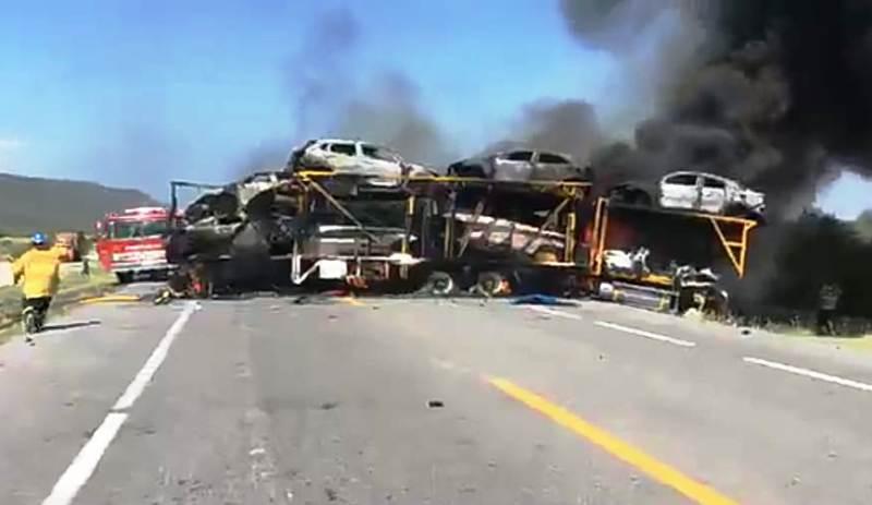 Fatal incendio tras chocar pipa y camión nodriza deja 2 muertos en carretera Zaragoza–Victoria