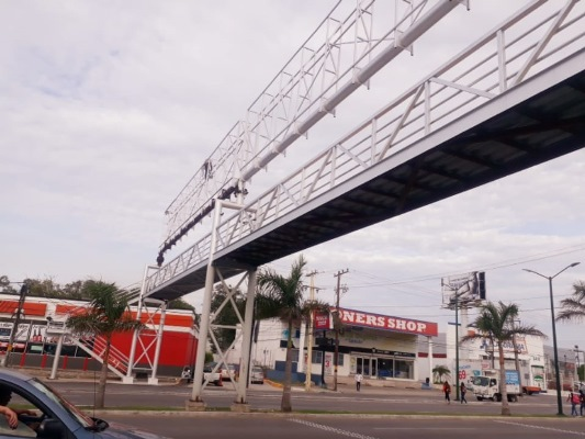 Quedó listo el puente peatonal UNE para abrir el acceso