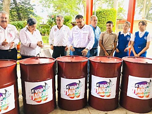 Entrega Gobierno de Madero Contenedores de Basura a plantel escolar