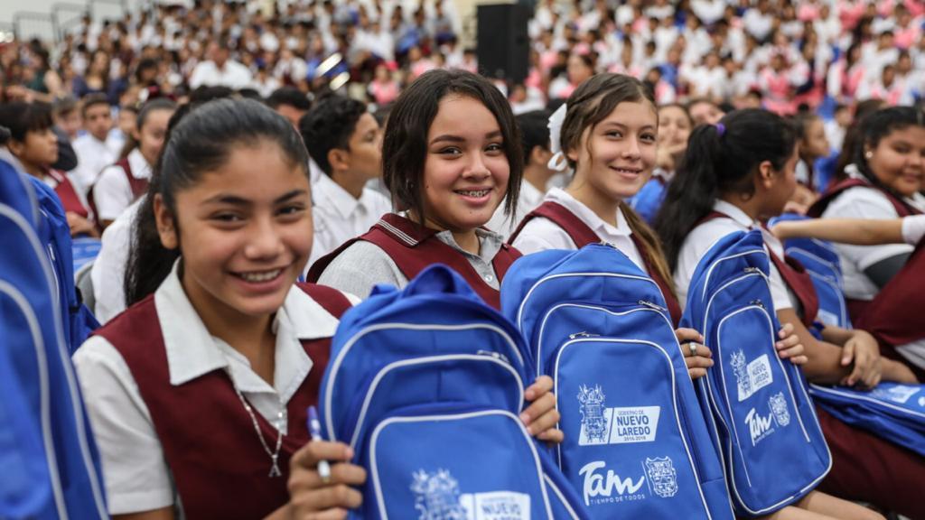 Apoyará municipio economía familiar con útiles escolares