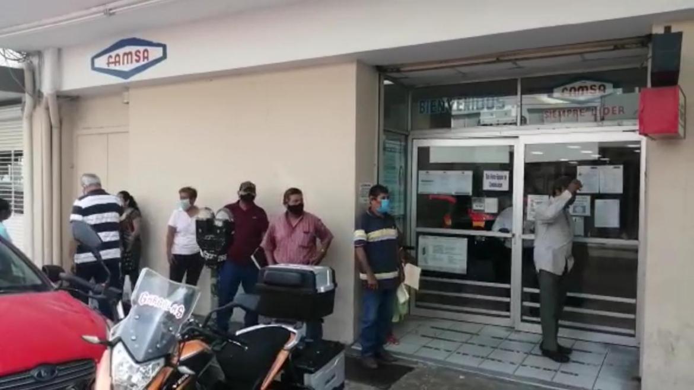 """""""Devuelvan nuestro dinero"""" exigen a banco Famsa"""