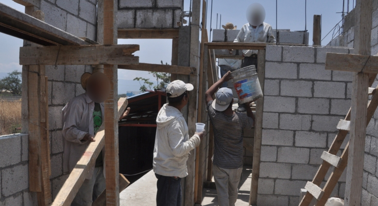 Albañiles temen perder trabajos con nuevo plan sanitario