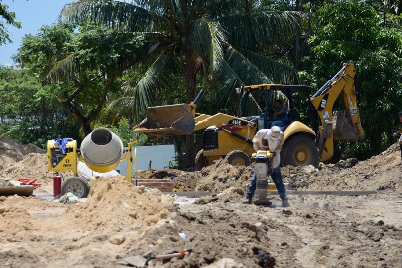 Avanza reposición de colector en Boulevar Laguna de Champayán