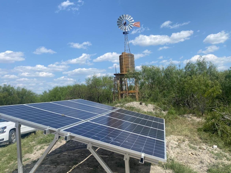 Apoyan a Vicente Guerrero con paneles solares para bombeo de agua
