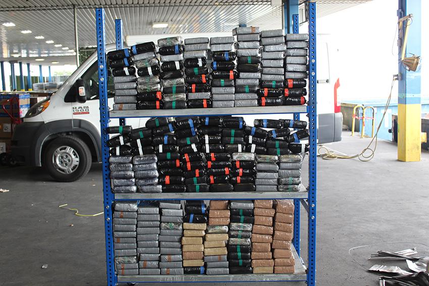 Entre chatarra de aluminio descubren 250 kilos de cocaína