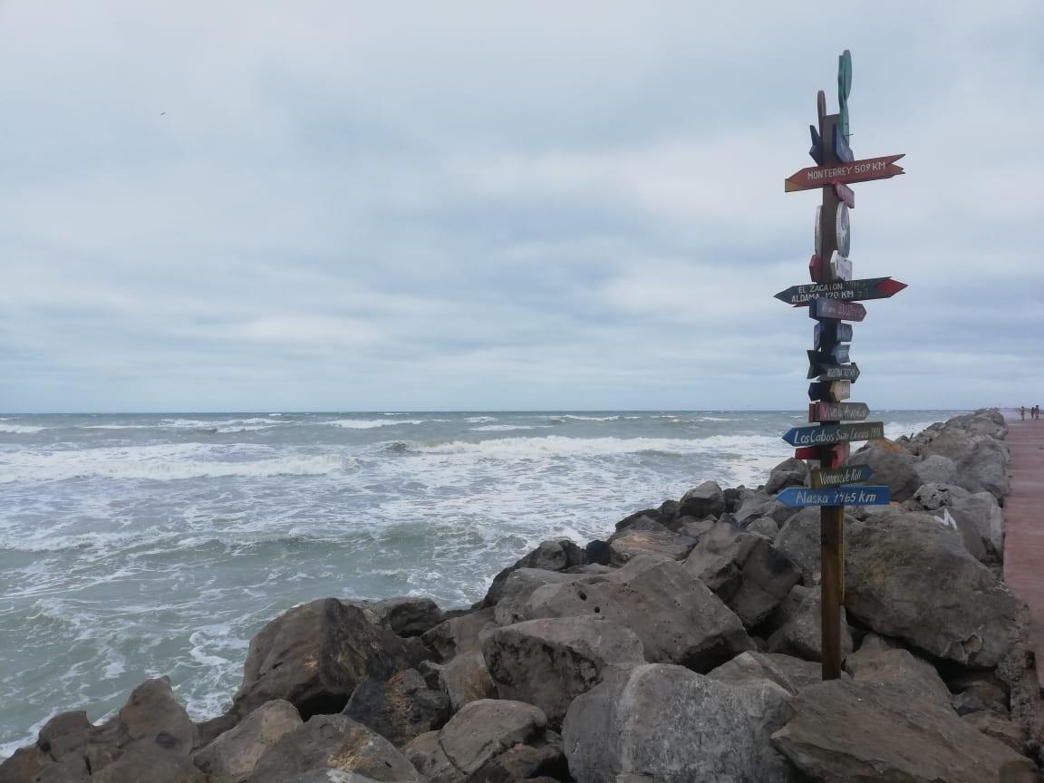 Miramar sigue cerrada a bañistas por la marea alta