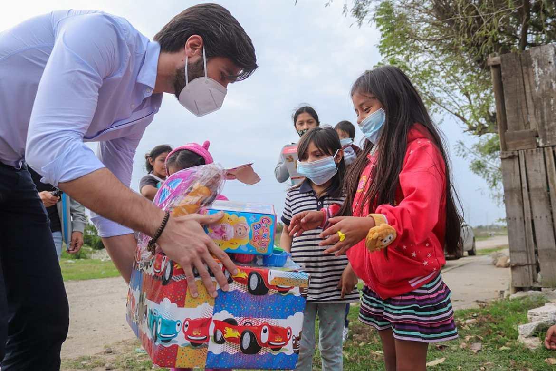 """La Jaiba Brava regala """"Sonrisas de Campeón"""" a niños de escasos recursos"""