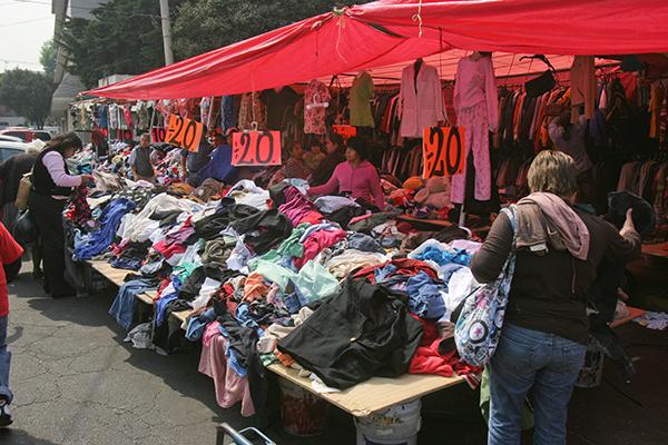 Comerciantes de ropa usada en grave crisis