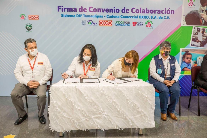 Firma Mariana Gómez convenio de colaboración con Oxxo Tamaulipas