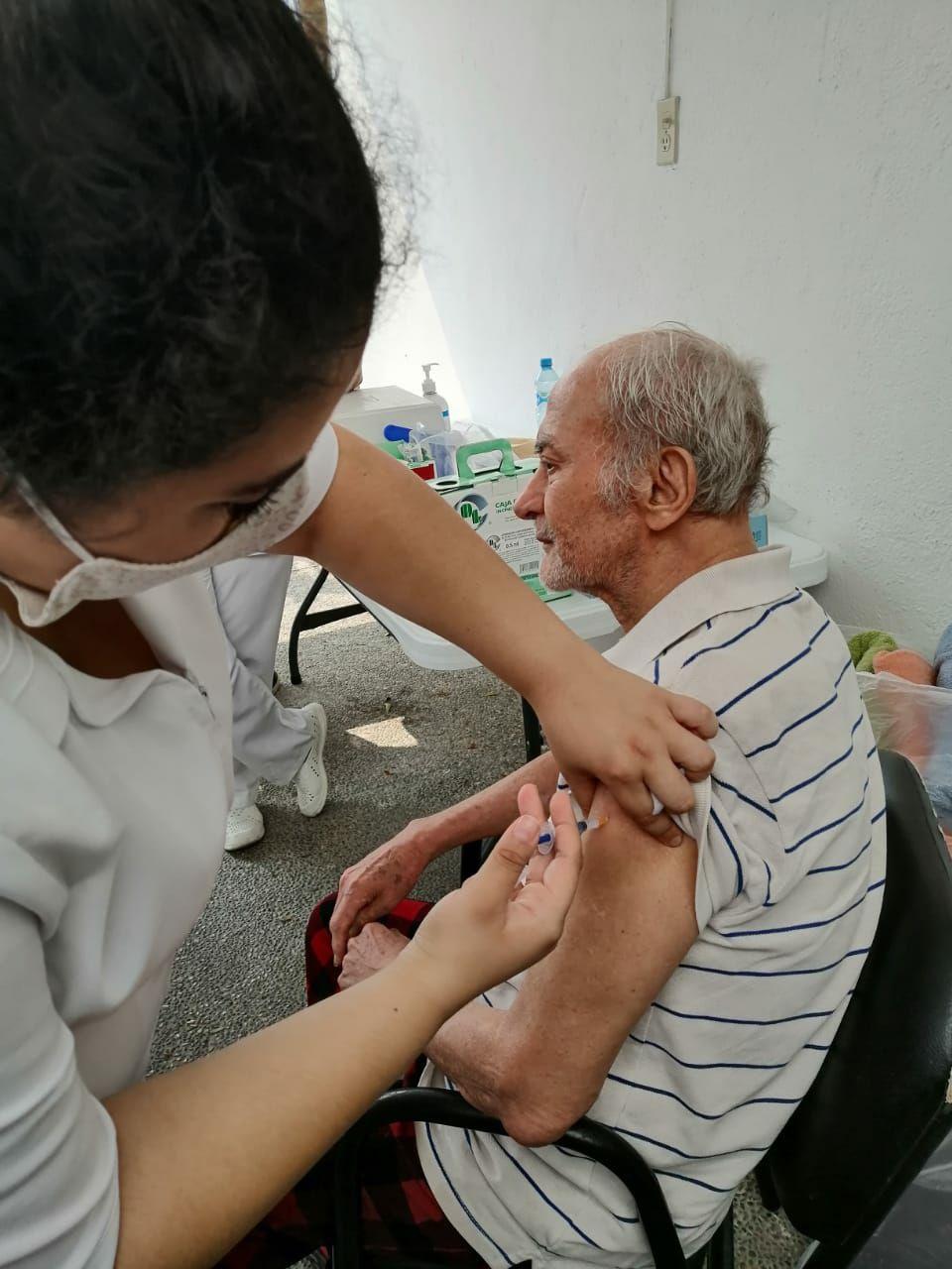 Brindan atención personalizada y de calidad a los adultos mayores