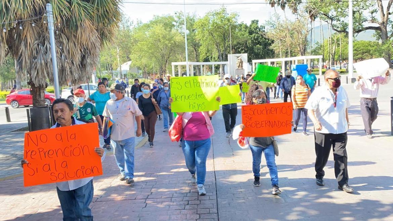 Colonos se manifiestan en Victoria, piden regularizar sus predios