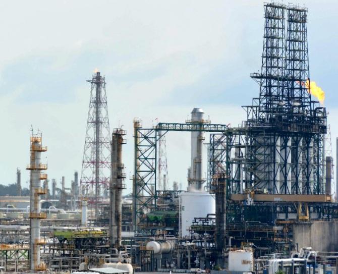 Inician vacunación de petroleros en Ciudad Madero