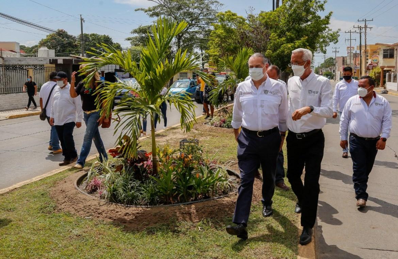 Embellecimiento de avenidas principales continúa en el municipio