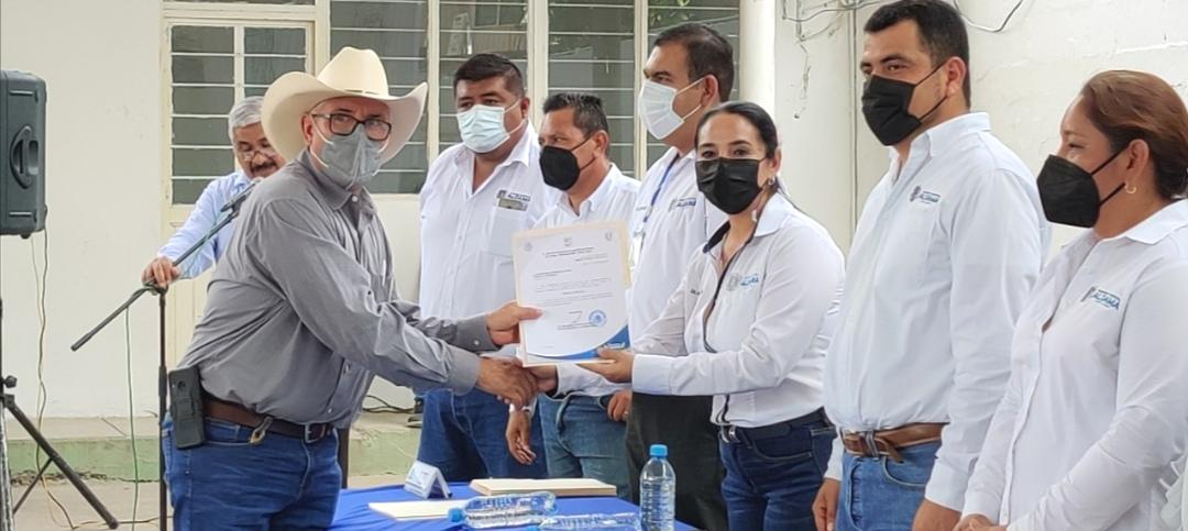 Entrega Alejandro García Barrientos nombramientos a delegados ejidales