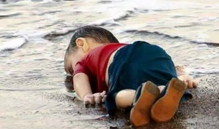 https://i2.wp.com/laregledujeu.org/files/2015/09/enfant-syrien-echoue-en-mer.jpg