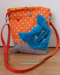 sac monstre poilu bleu