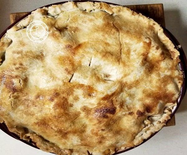 Apple Pie Filling in Pie Crust