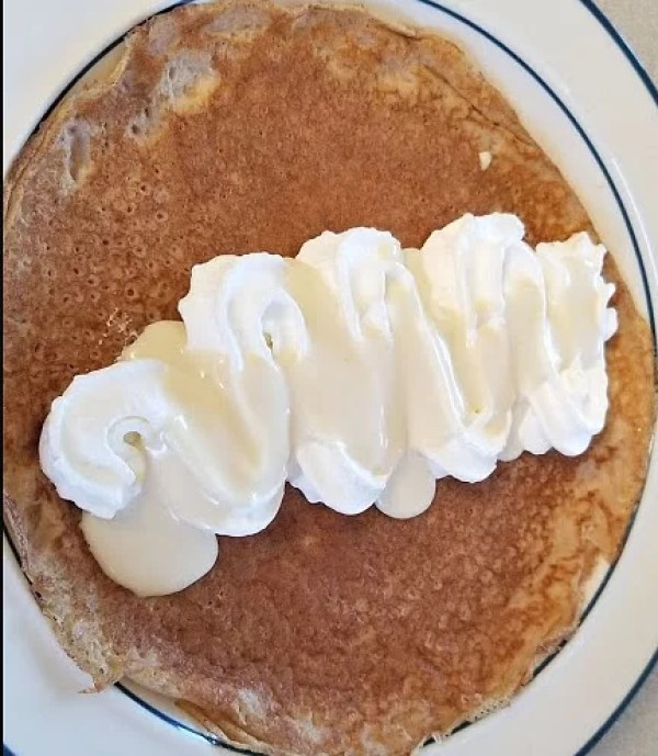 Topping whipped cream with Swedish Vanilla Sauce