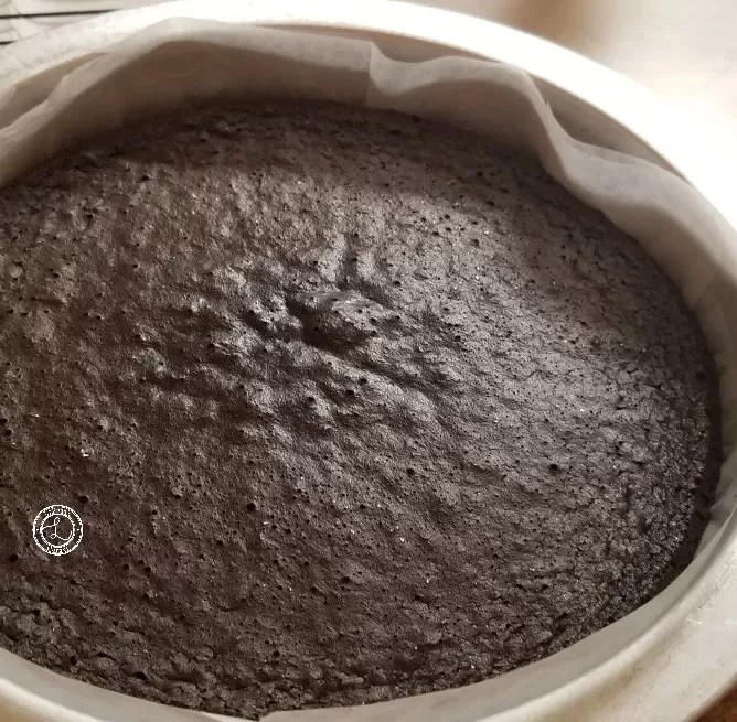 ourless Chocolate Cake with egg whites, egg yolks, refined sugar-free, with cocoa. Sweet and moist chocolate cake for any time or special occasion.