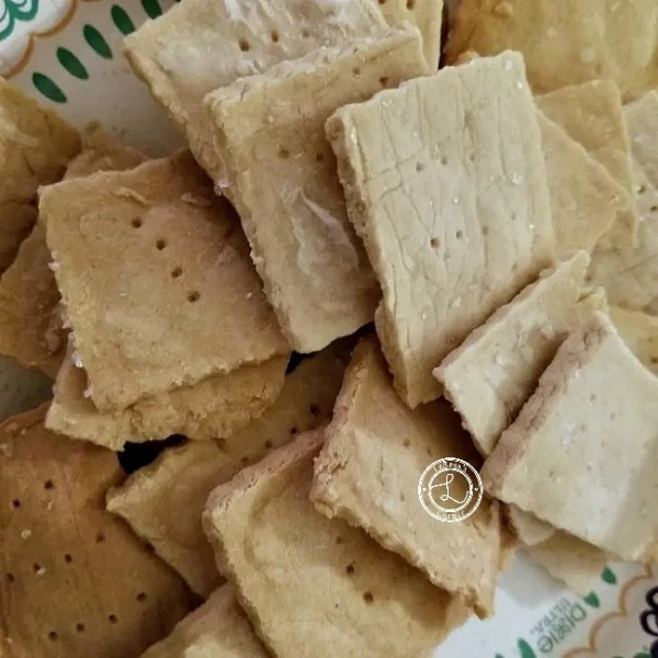 Garlic Crackers