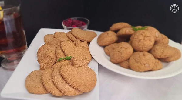 Cookies on two plates