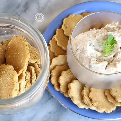 Gluten-Free Rosemary Cracked-Pepper Crackers