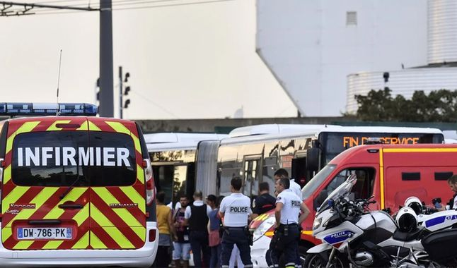 Al menos un muerto y nueve heridos dejó ataque en estación de tren en Francia. Foto: AFP