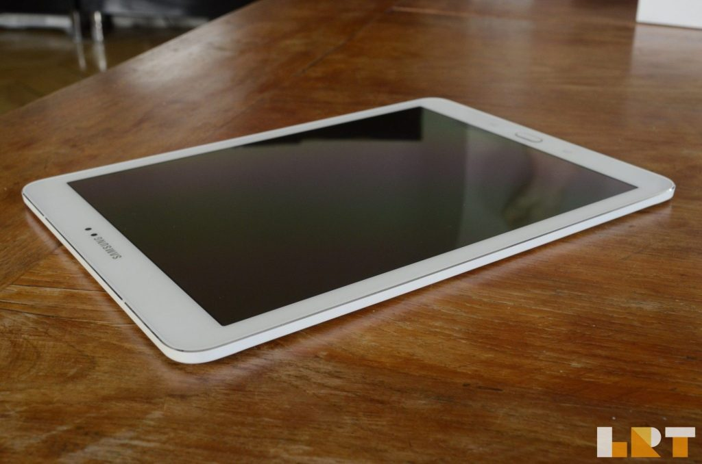 Test La Revue Tech Samsung Galaxy Tab S2 9.7 Supr AMOLED 4:3 tablette thinnest tab 5.6mm WIFI blanc white iPad killer