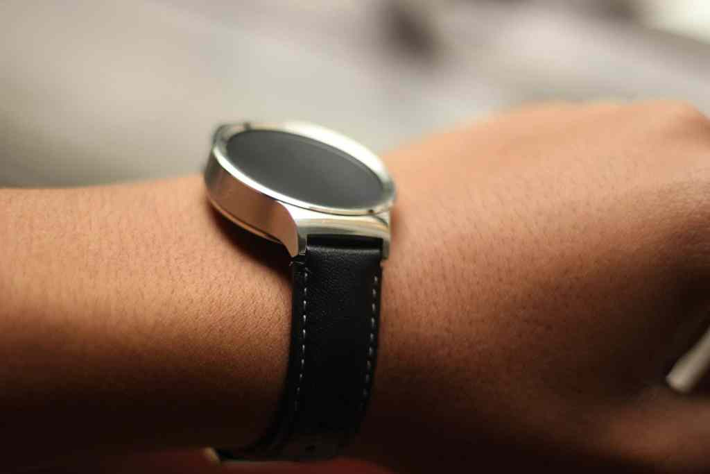 La Revue Tech LRT The Tech Review Test Review Prise en main Huawei Watch smartwatch Android Wear montre connectée
