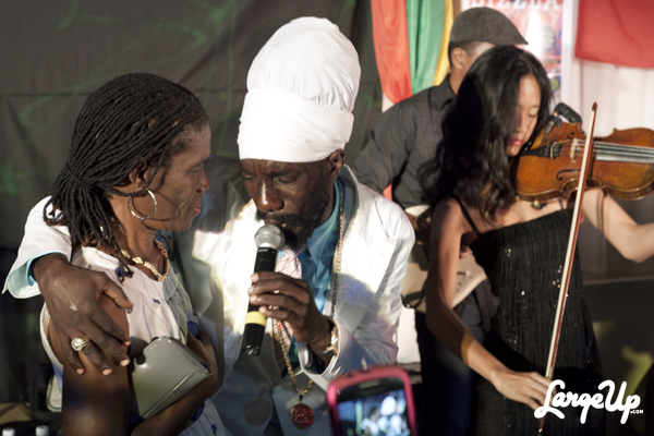 sizzla-and-mom