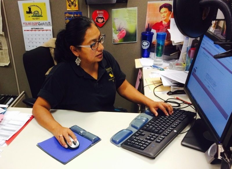 Transfer Center counselor Sara Nieves-Lucas reviews My Academic Plan (MAP) online procedures.