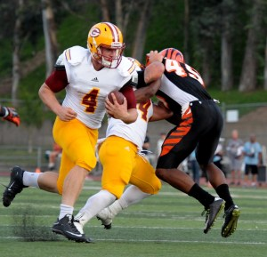 Saddleback quarterback Johnny Stanton runs past a blocked defender. (Cliff Robbins)