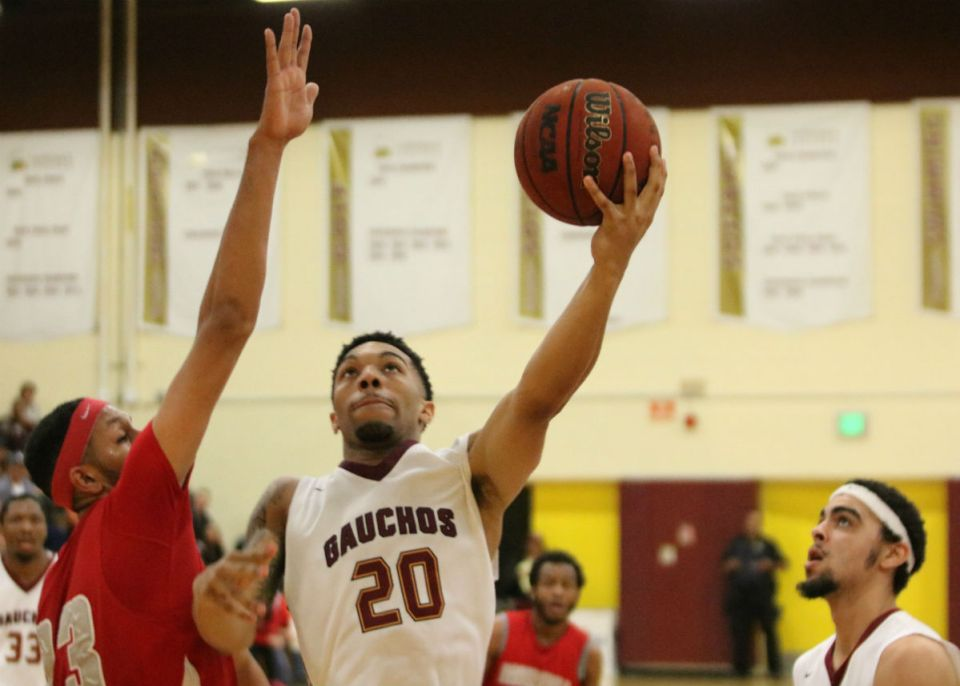 Saddleback guard Jalen Hall (No. 20) rises up for a layup against a Bakersfield College defender as forward Lyle Hexom (white headband) looks on. The Gauchos will play East Los Angeles College in the CCCAA Southern California finals on Saturday. (Nick Nenad/Lariat)