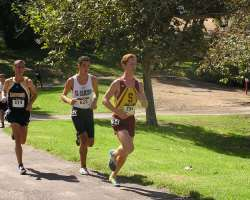 Connor Yartz leads a pack of runners during their race last week.(Brad Hoiseth/ Saddleback Athletics)