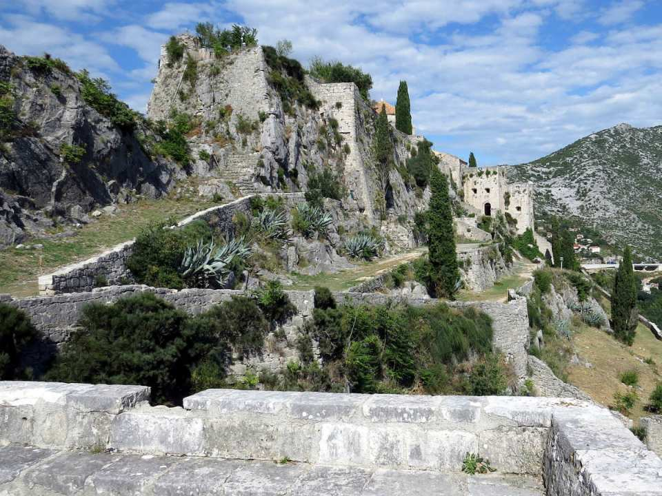 The Fortress of Klis in Croatia or Meereen which is the city that Khaleesi conquers with her army of the Unsullied, bringing it down from within. After taking down the Masters, they crucify the lot of them on the city's perimeter. (Courtesy of Pixabay).