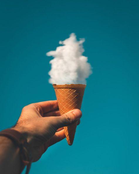 usare la legge di attrazione: un cono con nuvole