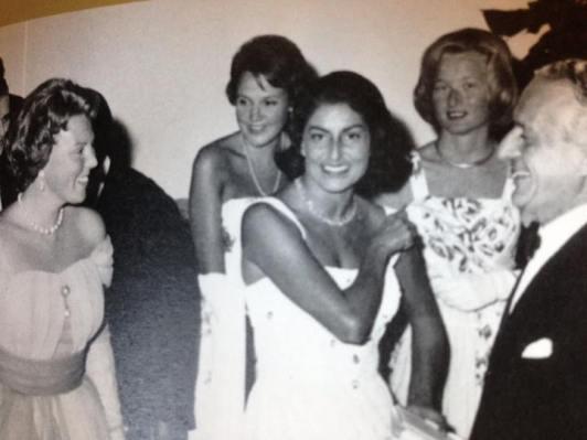 Clotilde Serra di Cassano con le principesse d'Olanda Beatrice e Irene