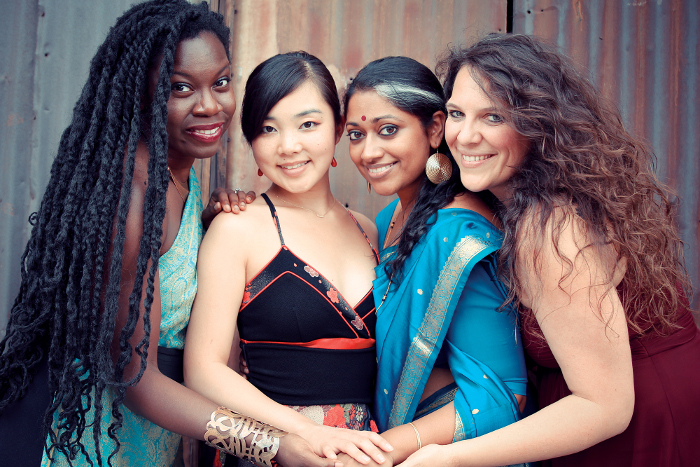 donne connessione mondi diversi realtà differenti culture cultrua antropologia ricerca appplicata migrazione lavoro famiglia