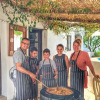 Family fun cooking at La Rosilla.