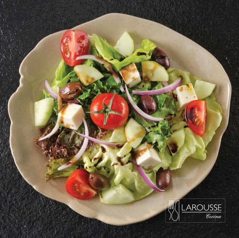ensalada-griega-001-larousse-cocina