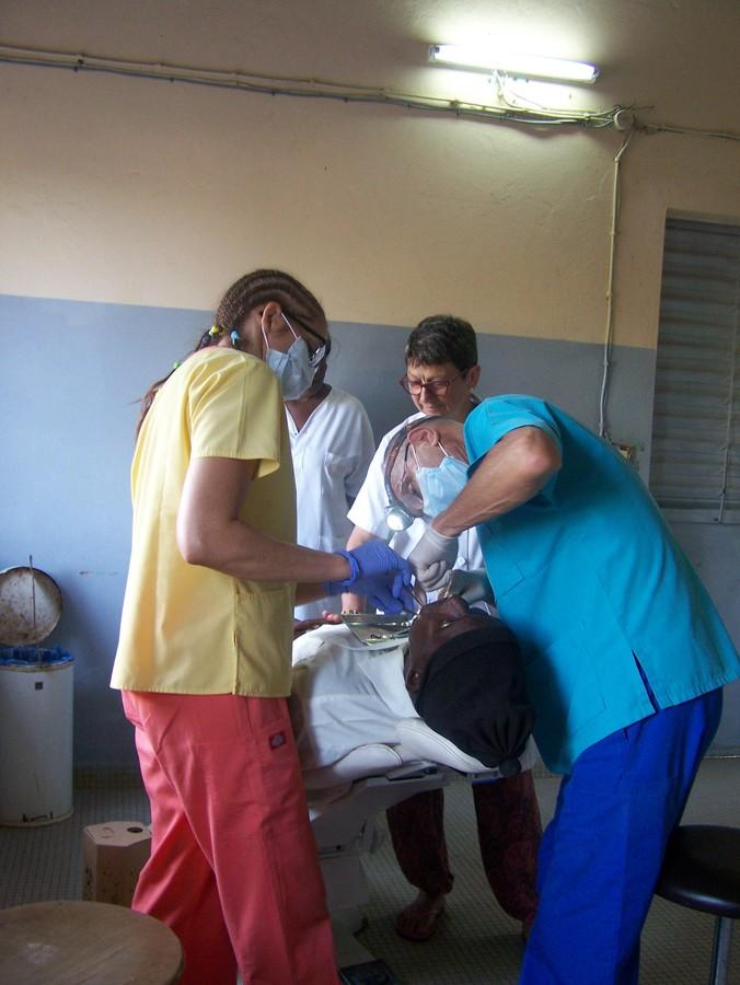 Une équipe dentaire en 2016