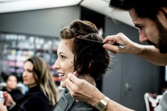 coupe courte cheveux boucles - coiffeur la loge lyon - blog laroxstyle -17