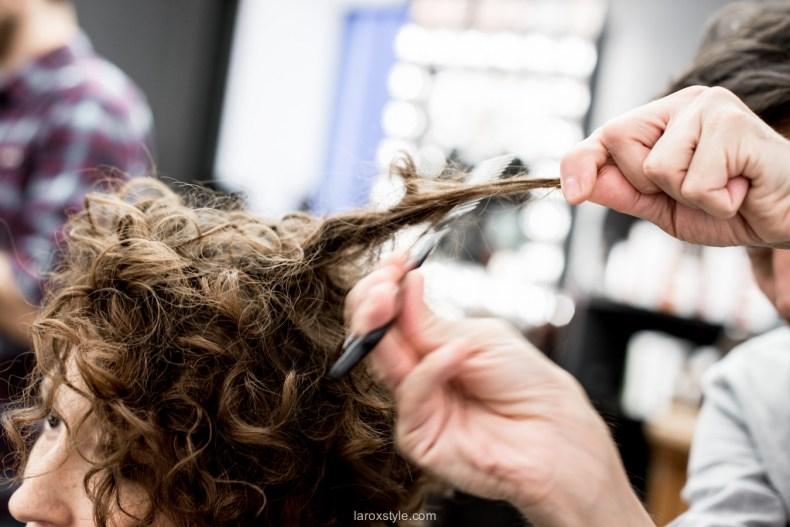 coupe courte cheveux boucles - coiffeur la loge lyon - blog laroxstyle -37