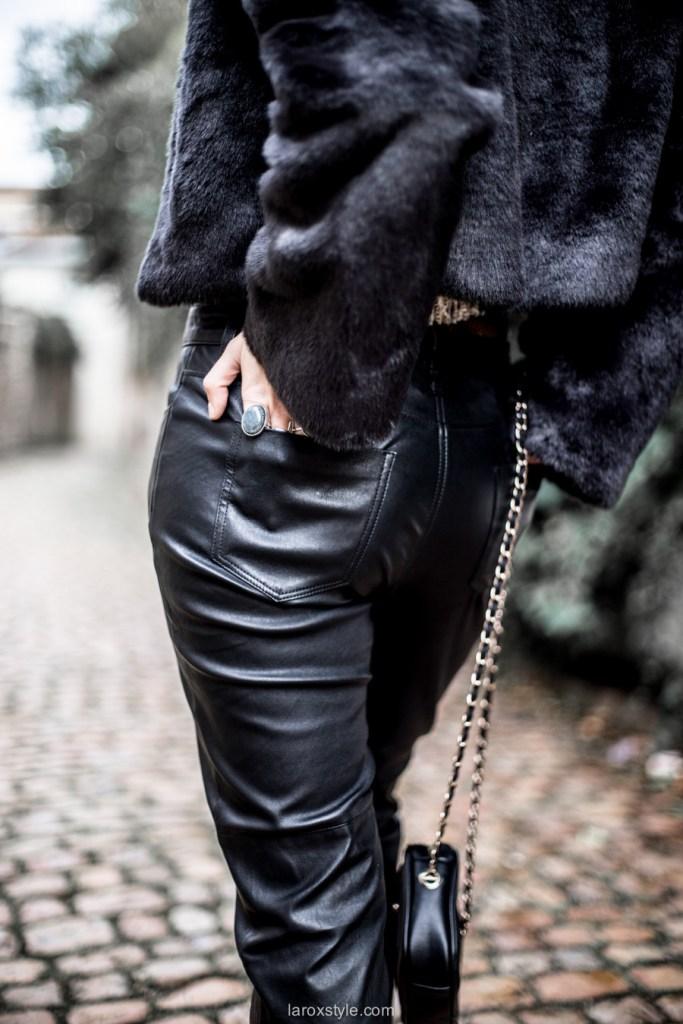 look pantalon en cuir - chaussures rouge - faux fur - blog mode ©laroxstyle