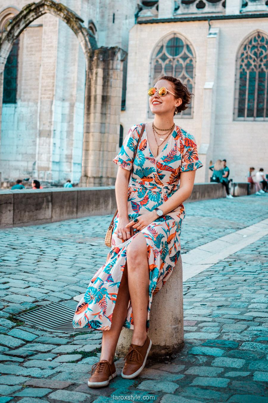 Look printanier en robe longue fleurie dans le Vieux Lyon !