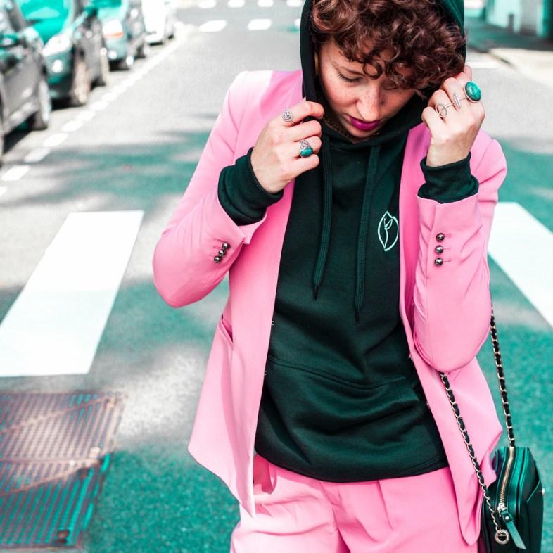 idees looks tailleur pantalon rose avec un sweat shirt - blogueuse lyon-3