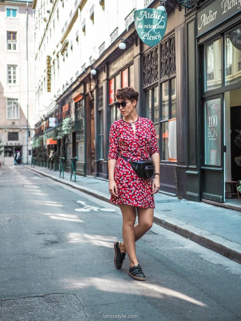 idees looks pour adopter le Sac Banane avec feminite - sac banane et robe courte - blog mode lyon-1