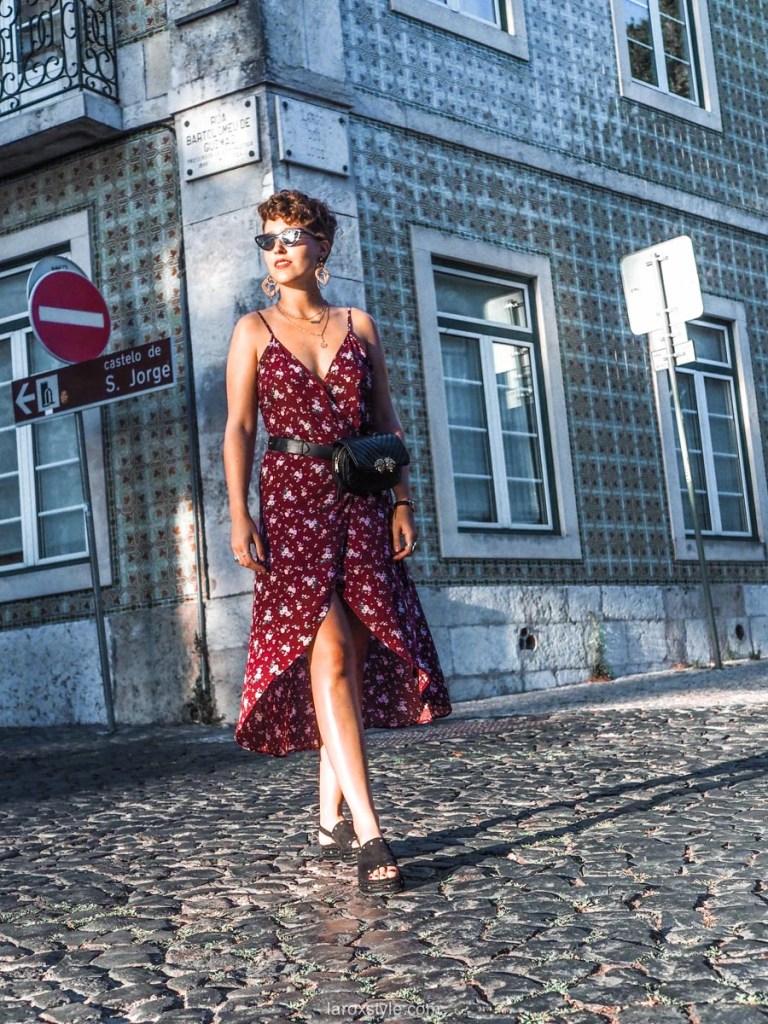 idees looks pour adopter le Sac Banane avec feminite - sac banane et robe longue - blog mode lyon